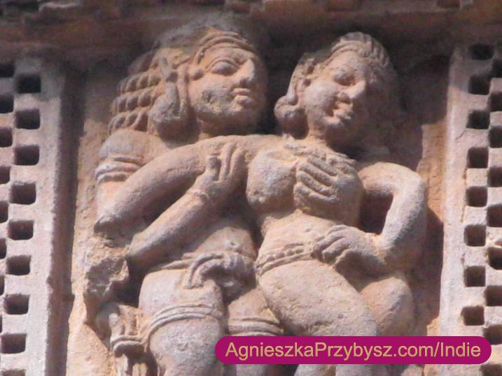 Raipur-swiatynia-sceny-erotyczne
