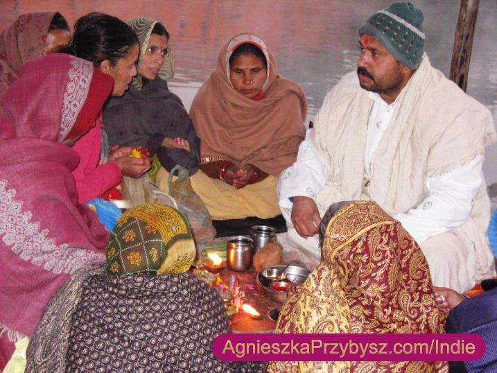 Ujjain-swieta-rzeka-Kszipra-modlitwy-Indie