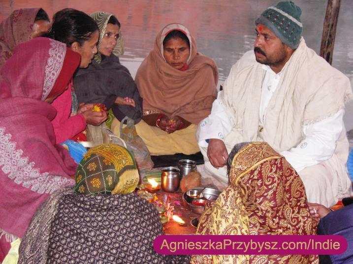 Ujjain-swieta-rzeka-Kszipra-modlitwy