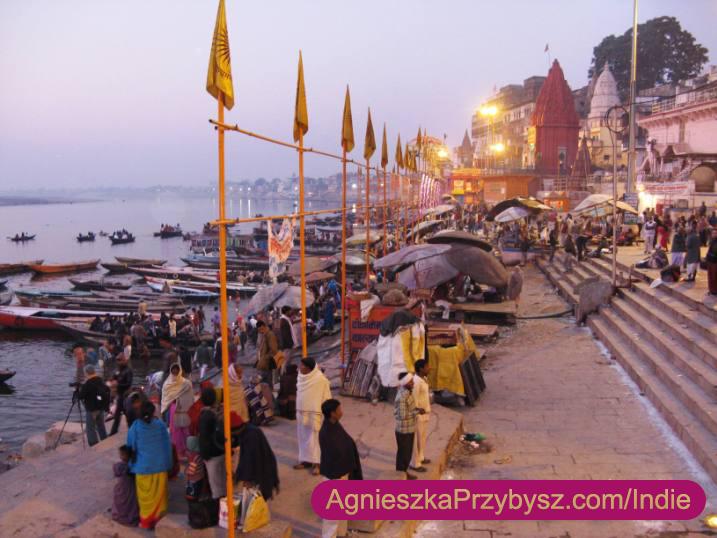 Varanasi-Ghaty-schody-do-Gangesu