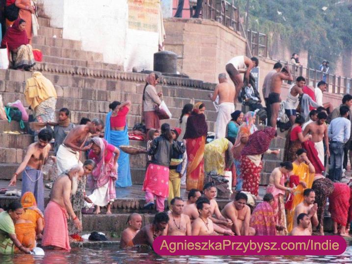 Varanasi-schody-do_Gangesu-Indie