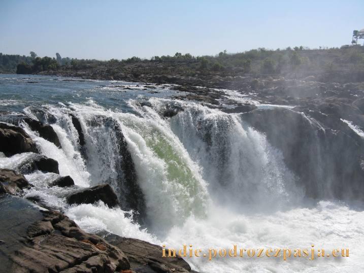 wodospad-swieta-rzeka-Narmada