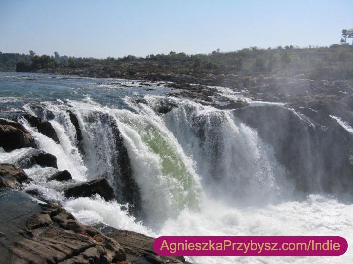 wodospad-swieta-rzeka-Narmada-Indie